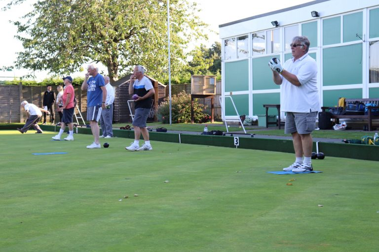 Men-bowling-from-Clubhouse-end-2